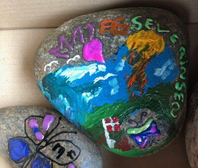 Vi maler på sten